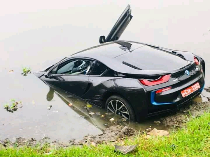 Bmw I8 Swimming In Sri Lanka Elakiri Community